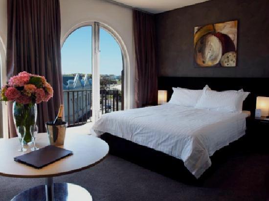 Australia Ravesi's Hotel
